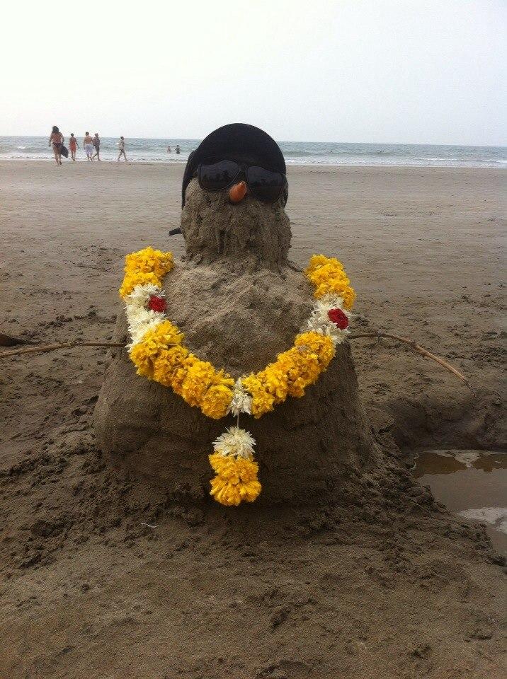 Снеговик из песка