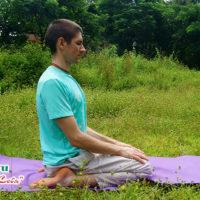 Медитация в позе Вирасана